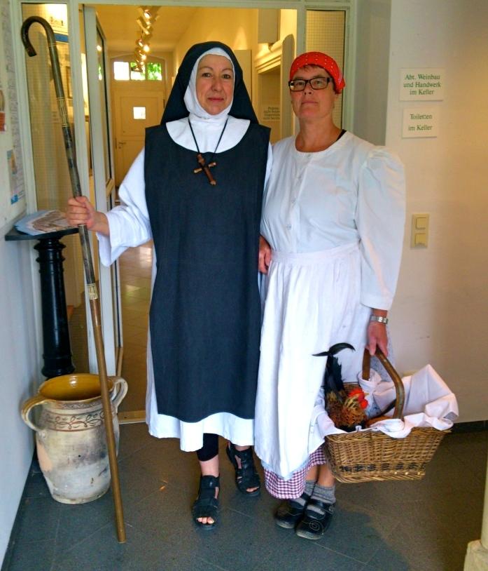 Nonne und Winzerin